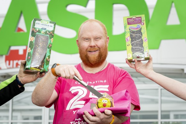 Gary Anderson from Asda Chesser supports #caterpillarsforcancer