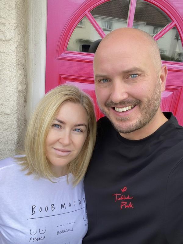 你,我和Big C播客主持人史蒂夫·布兰德是支持Asda Tickled Pink的著名面孔之一