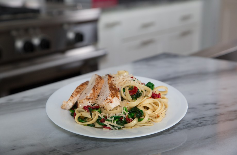 Basil garlic chicken fettuccine with spinach meal kit