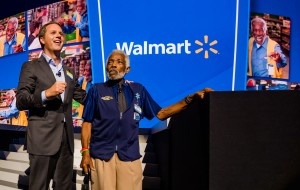 Doug McMillon talks about great customer service with Willie Perkins at the 2017 Shareholders meeting