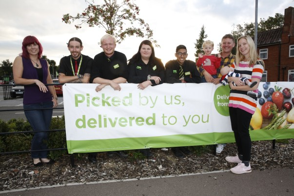 Laura and Nick returned to Asda Aylesbury to thank colleagues and customers for their help