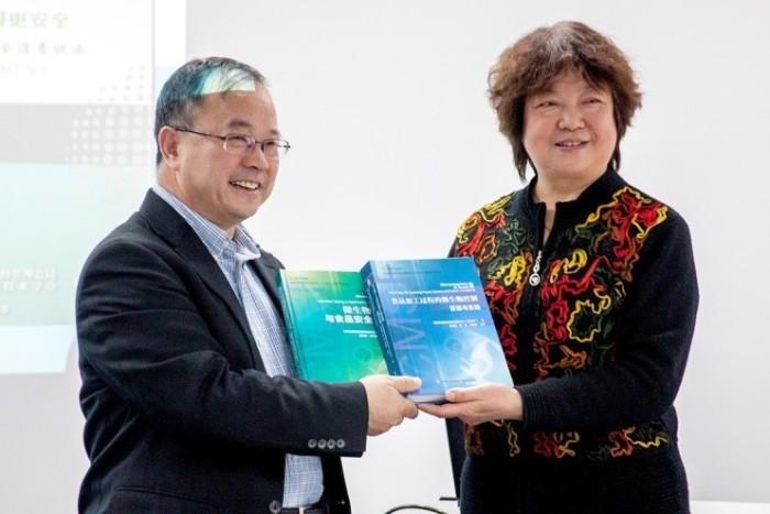 Liu Xiumei and Dr. Yan