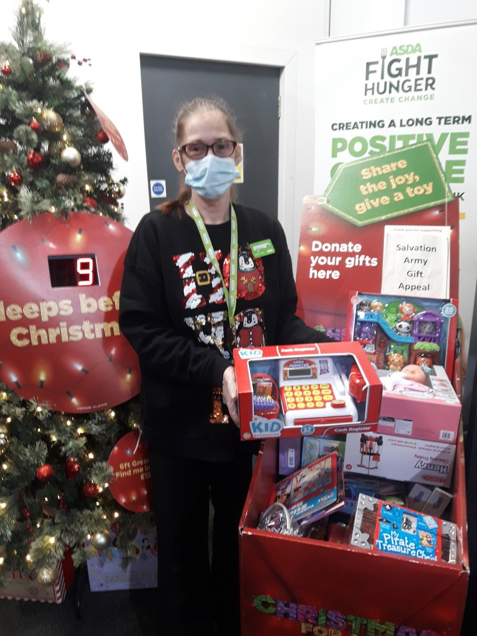 Colleague supports our gift appeal | Asda Gosforth