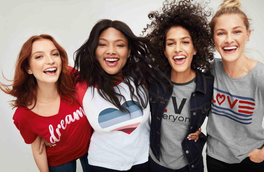 Ellen EV1 Women's Line - Group of women wearing tees