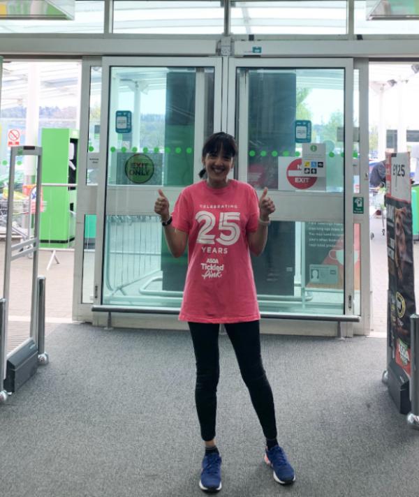 """来自Asda Dewsbury的Zubeda Dawjee参加了""""关注乳腺癌""""伦敦马拉松比赛"""