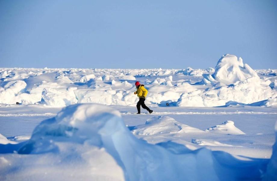 Dorn Wenninger is running in a snowy area