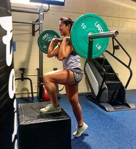Ha Na Lee lifts weights