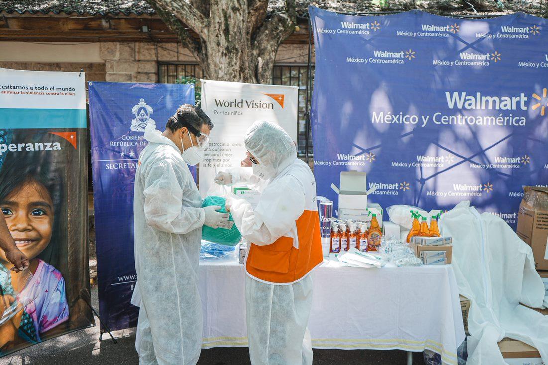 Fundación Walmart entrega donación de insumos médicos a hospital El Tórax_2